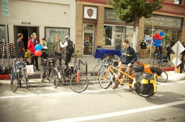 Bike corrals installed on York Blvd.  Photo Credit:  LADOT Bike Blog, via Cafe de Leche Blog